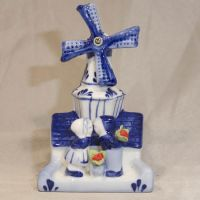Mill with Kissing Kids+Tulips 6 inches tall
